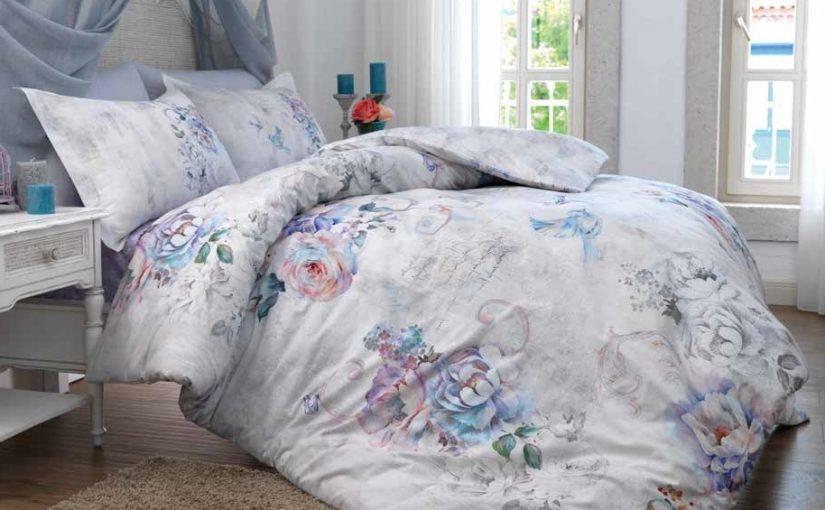 Dormitor de lux cu lenjeriile de pat din satin