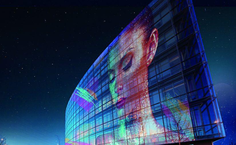 TEHNOLOGIA REVOLUȚIONARĂ LG TRANSFORMĂ ORICE SUPRAFAȚĂ DIN STICLĂ ÎNTR-UN DISPLAY Filmul auto-aderent permite suprapunerea de conținut transparent